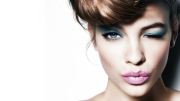 brunette_wink_look_make-up_83657_3840x2160