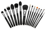 cleanse-makeup-brushes-with-baby-shampoo
