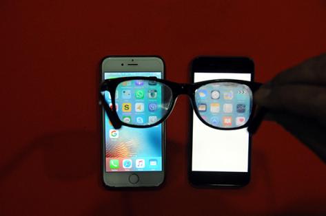 طريقة مبتكرة لمنع اي شخص من حولك من مشاهدة شاشة هاتفك !