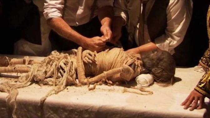أكتشف لماذا دس سيدنا جبريل الطين في فم فرعون عند غرقه؟!